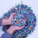 Millenium valorise le plastique local en mobilier de bureau